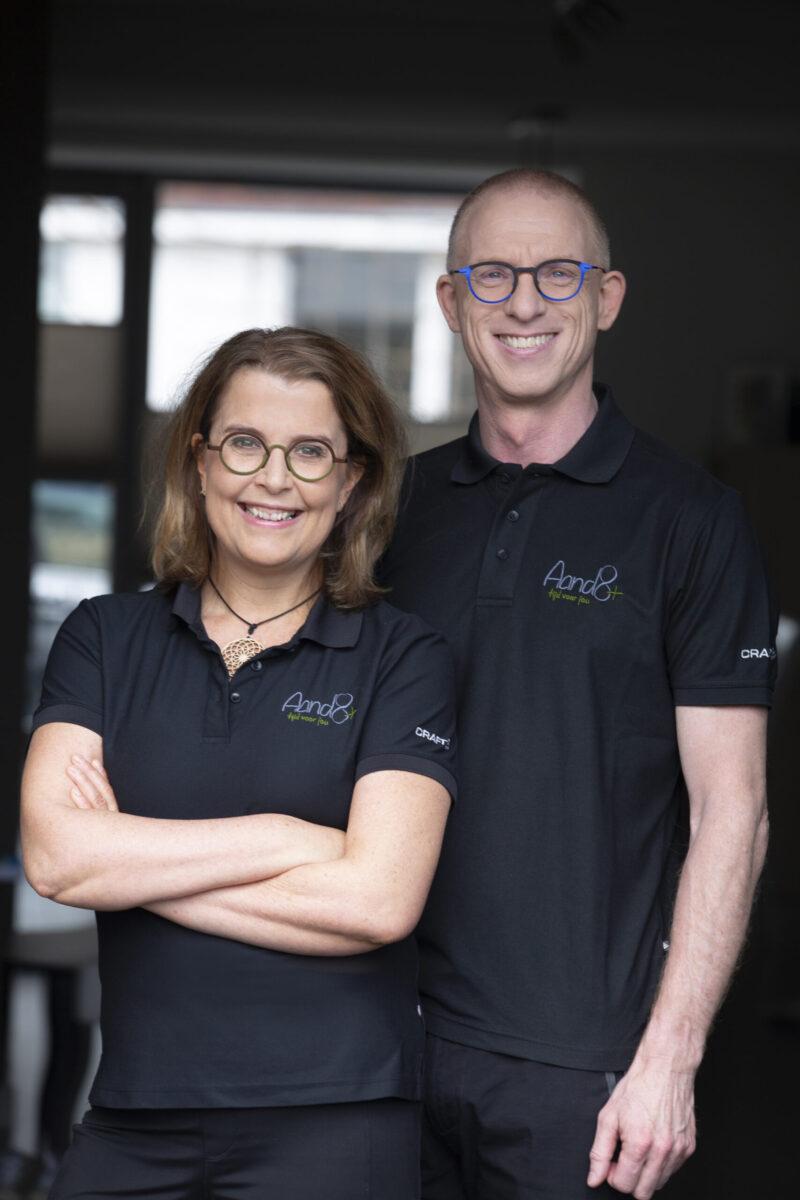 Eric en Mandy van der Ploeg, eigenaars van Aand8+, trots poserend.